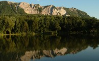 Bükk, Bélkő, Kéktúra útvonal: Mindazok számára, akik az aktív pihenést részesítik előnyben, lehetőség nyílik horgászatra, és evezős vízi sportok kipróbálására, gyalogtúrát tehetnek a Bükki Nemzeti Parkban, sőt kerékpárra szállva jórészt kiépített útvonalon tekerhetnek az Eger-patak völgyében egészen a Tisza-tóig